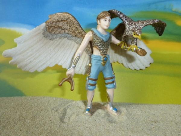 Junge mit 'Kraft'-Tier: Falke
