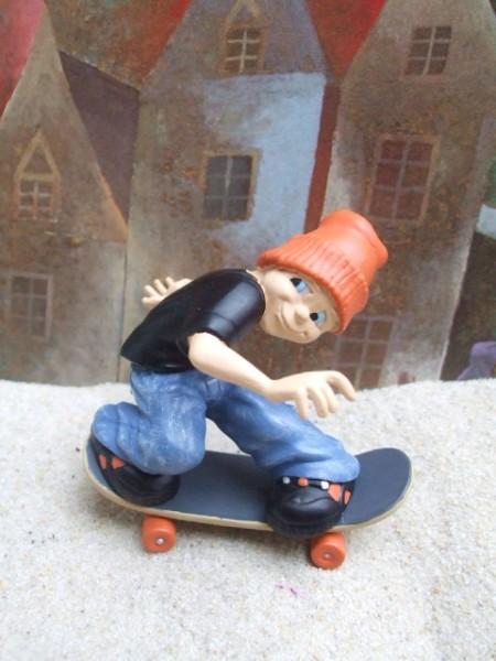 Straßenjunge / Skateboard Akrobat - Orange Mütze