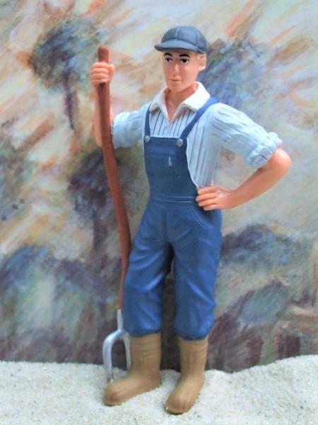 Junger Bauer / Stallbursche ... mit Mistgabel