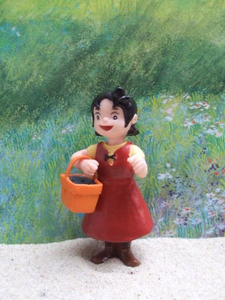 Mädchen 'Heidi' mit kleinem Körbchen