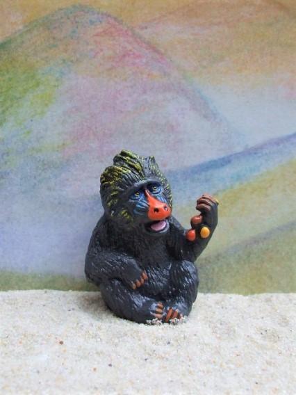 'Mandrill'... sitzender Affe mit Früchten