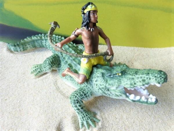 'Kenjok' Afrikanischer Junge mit 'Kraft'-Tier: Krokodil