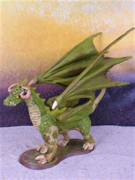 Grüner Drache ... auf Podest