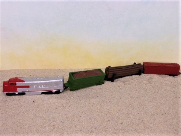 4er-Set: Diesel-elektrischer Zug mit Güterwagen