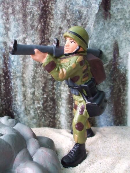Soldat ... mit Granatwerfer