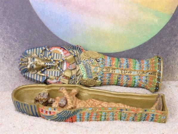 Ägyptische Mumie im Sarkophag