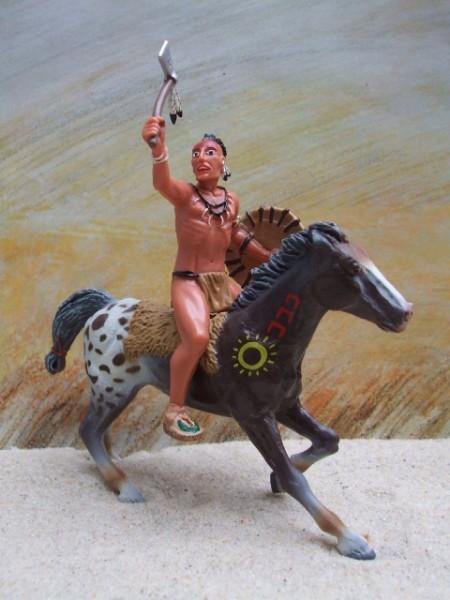 Irokese mit Beil auf galoppierendem Appaloosa - braunweiß