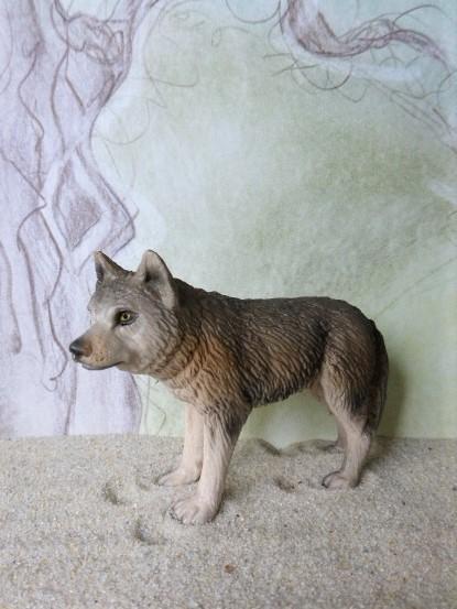Wachsame Wölfin - graubraun