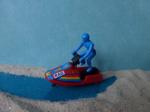 Mini - Rotes Rennboot mit Fahrer