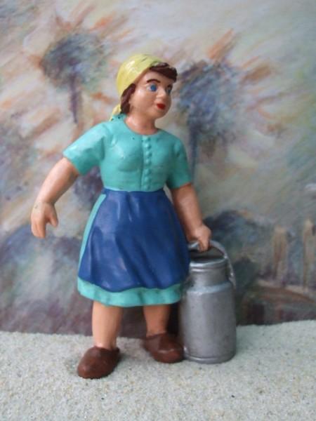 Bäuerin mit Milchkanne - grünblau