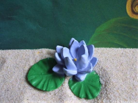 Lotusblüte mit Blättern - Serie 'Flowers'