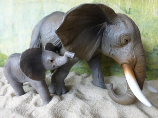 Afrikanische Elefantenkuh ... mit Kalb