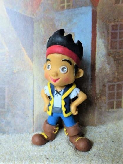 'Jake' - Selbstbewusster Junge mit Stirnband
