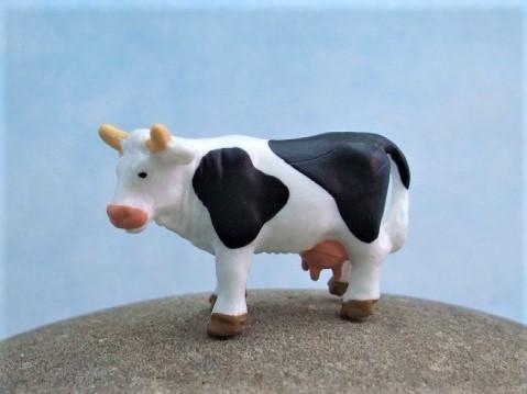 Schwarzweiße Kuh - Serie 'Mikro Tiere'