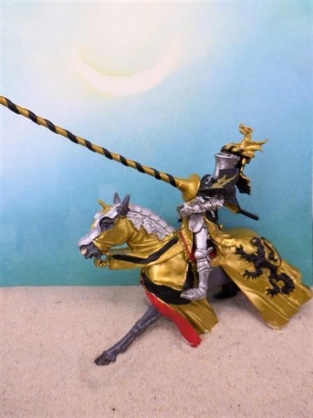 Turnier-Ritter auf Pferd - schwarz-golden