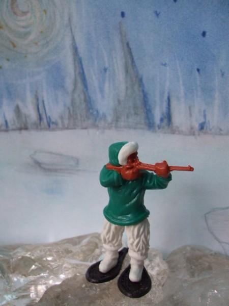 Schießender Inuit: grün-weiße Bekleidung