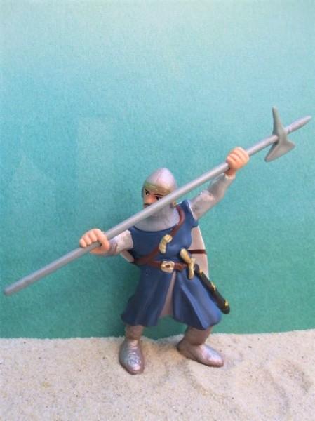 Blauer Ritter mit Axt - kämpfend