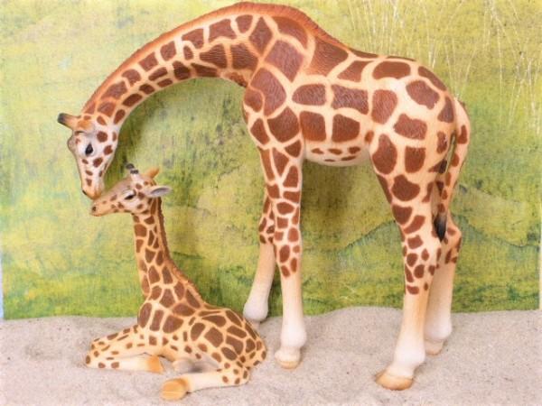 Giraffenmutter mit Jungtier