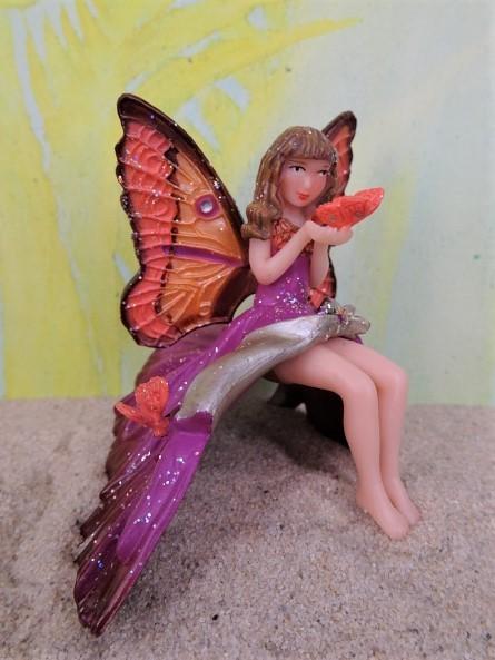 Elfenkind / Elfenmädchen mit Schmetterling - violett