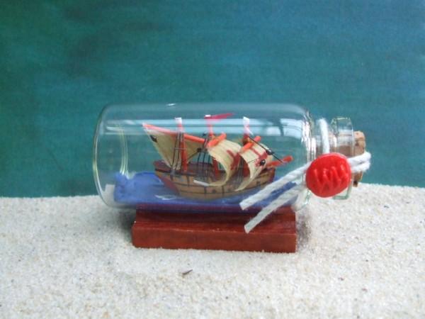 Kleines Flaschenschiff - Kreuzfahrer