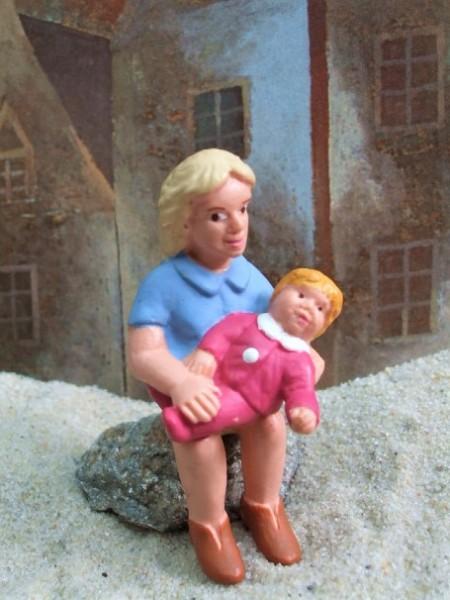 Sitzende Mutter mit Baby