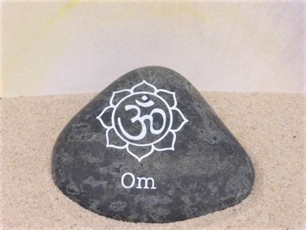 Botschafts-Stein mit Gravur 'Om'