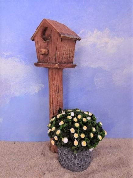 Vogelhaus ... mit Kübelpflanze