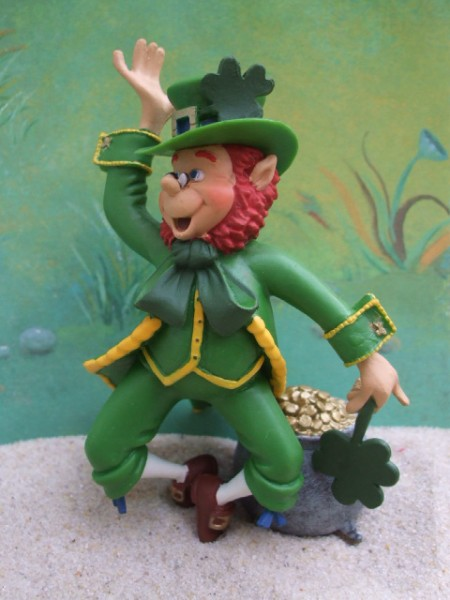 Irischer Kobold 'Leprechaun' ... mit Kessel voll Gold