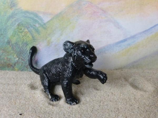 Schwarzes Pantherjunges - spielend
