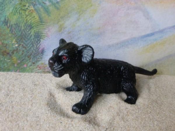 Schwarzes Pantherjunges - stehend