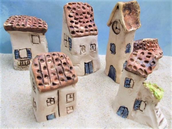 Mediterrane Stadt ... mit braunen Dächern