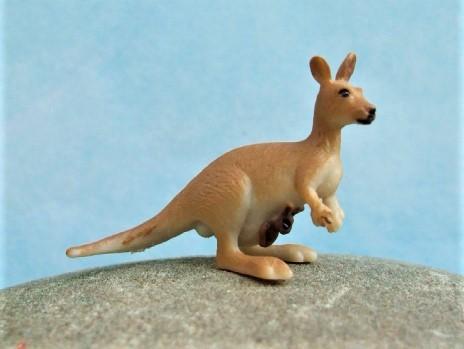 Känguru mit Jungem - Serie 'Good Luck Minis'