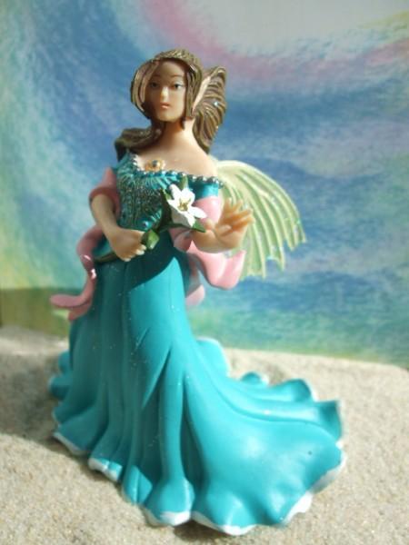 Elfe mit Lilie - türkisblau