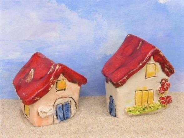 Haus mit Briefkasten & Haus mit Kletterrose